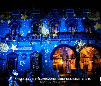 proiezione natalizia su facciata